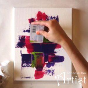 appliquer la troisieme couche de couleur su la toile abstraite en peinture acrylique
