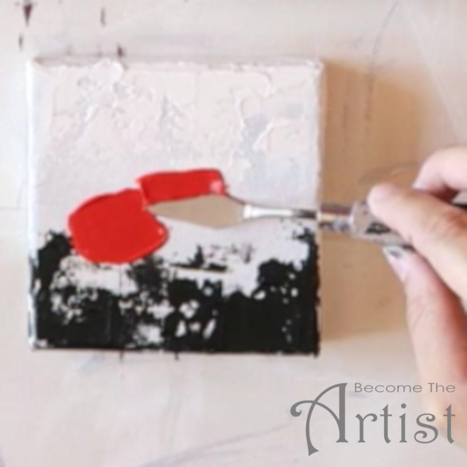 appliquer une épaisse couche de couleur rouge avec le couteau à peindre pour tracer le premier pétale du coquelicot