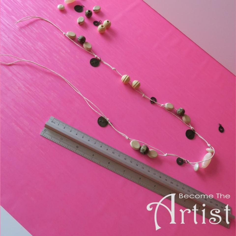 alterner des sections du collier à 4 cm et 7 cm