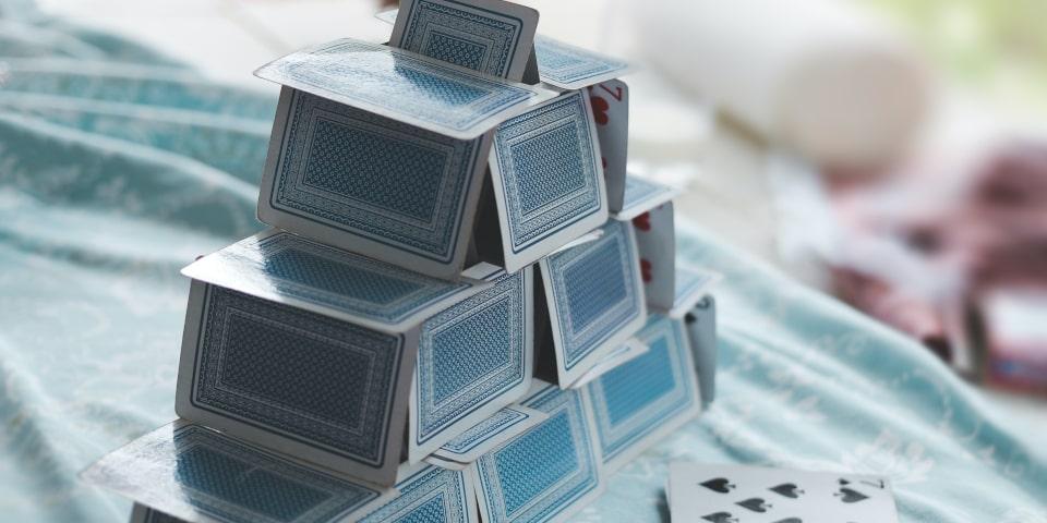 château de cartes fermé