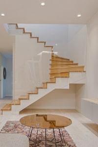 bouger à la maison monter et descendre l'escalier