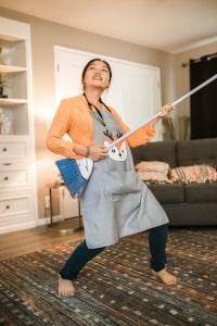bouger à la maison faire le ménage, nettoyer, aspirer