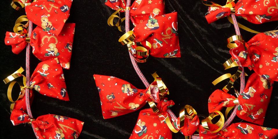 sachets de Noël sur une corde