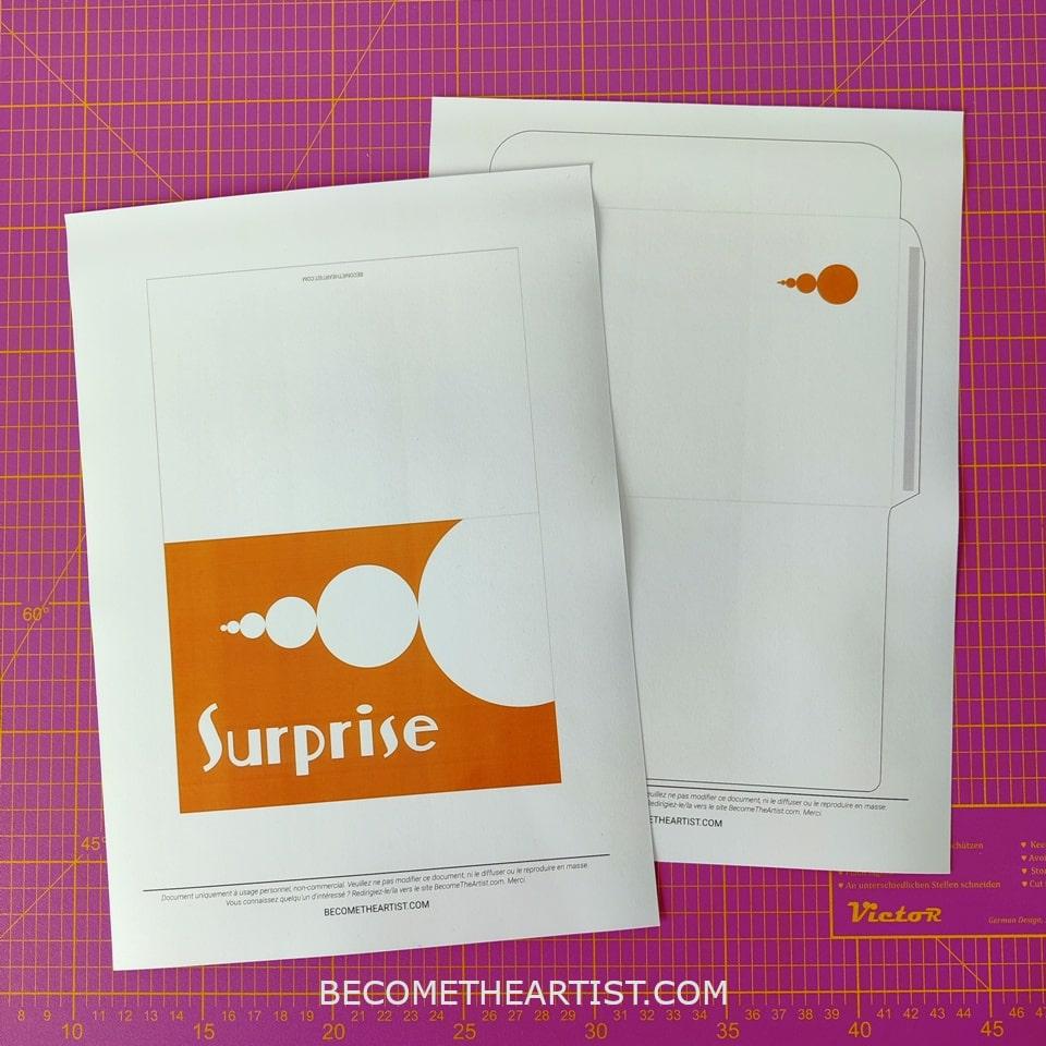 printable suprise carte et enveloppe sur tapis de découpe
